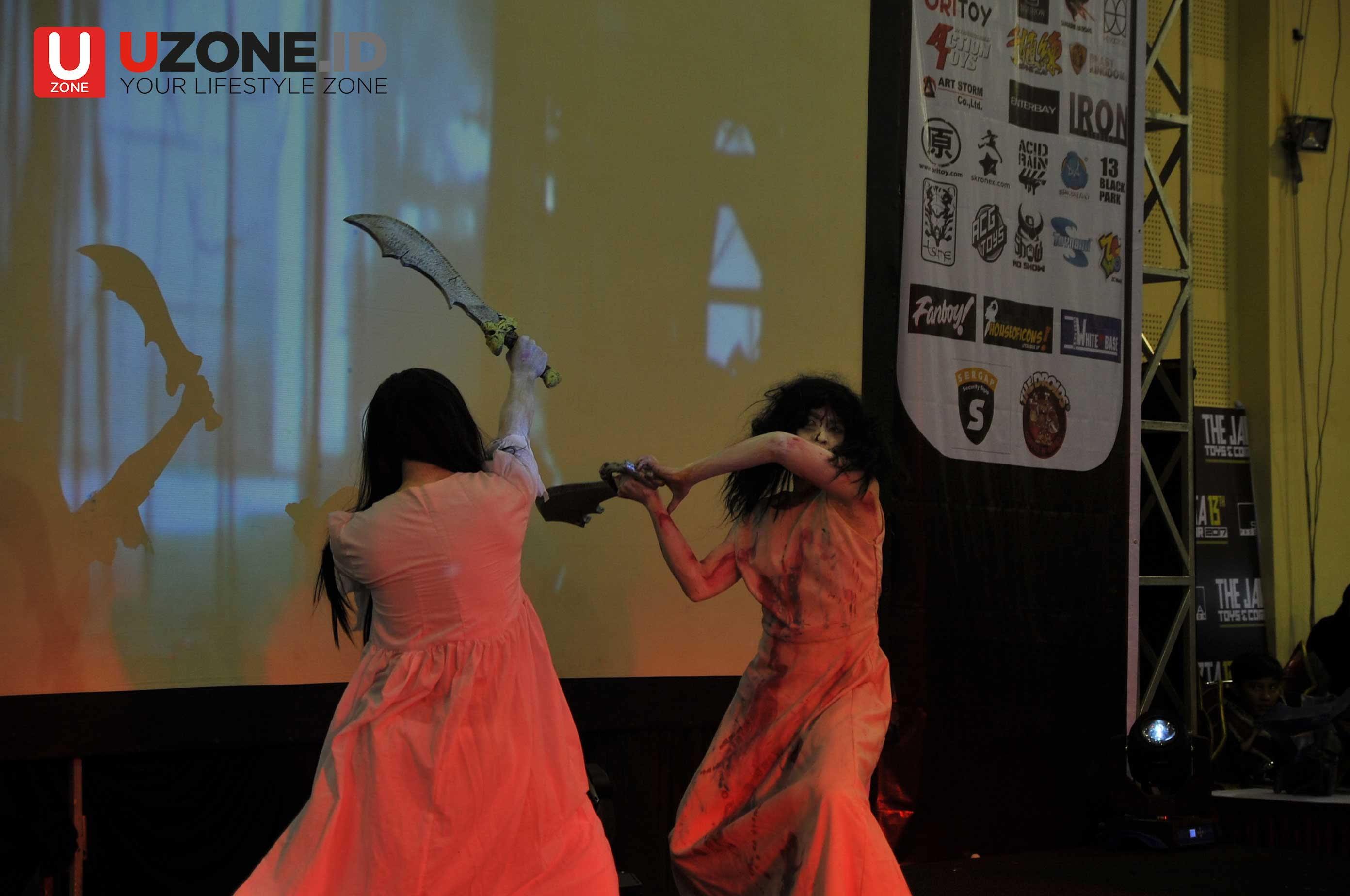 Sadako dan Kayako Berkelahi di Jakarta Toys and Comics Fair 2017