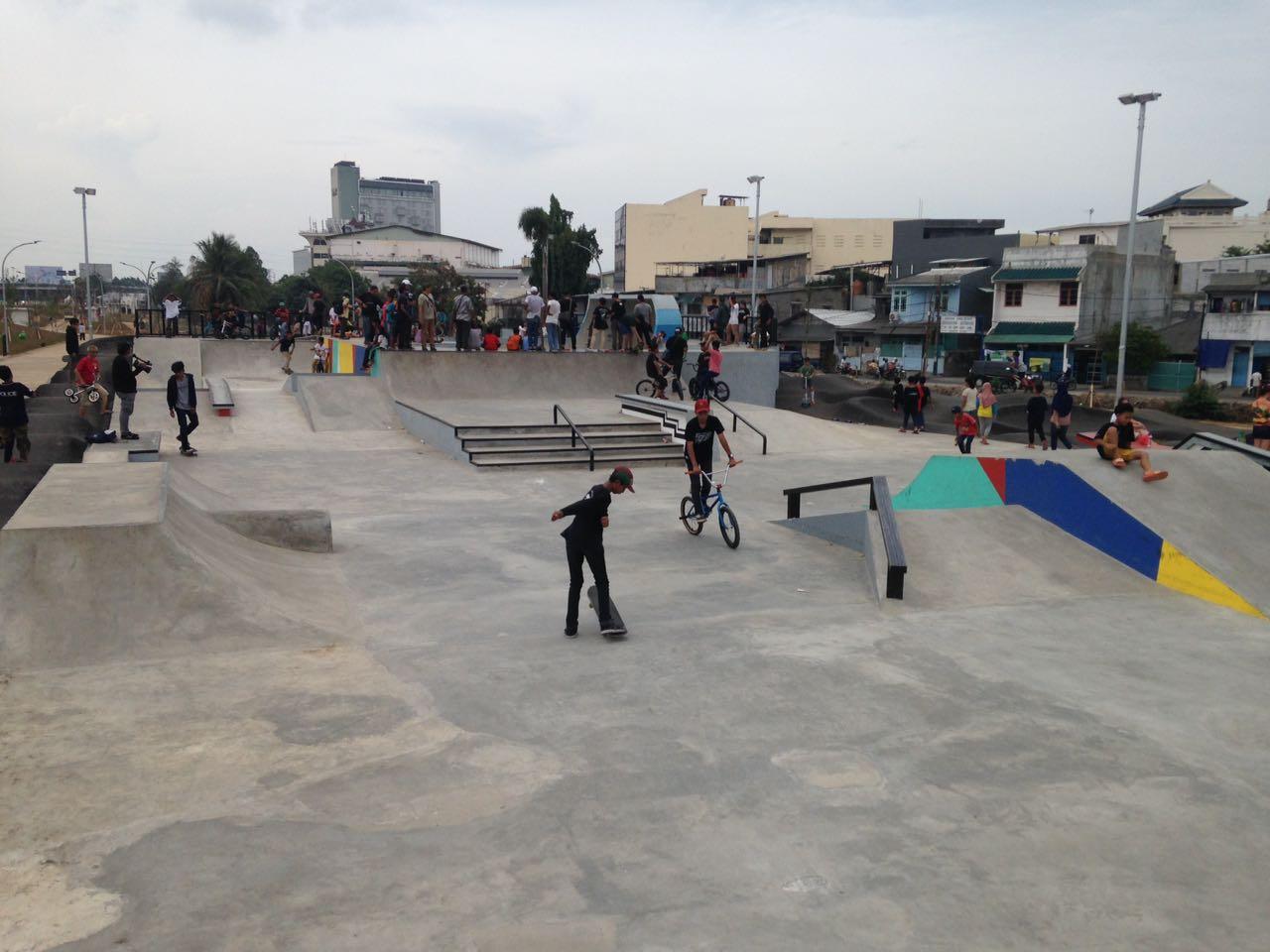 Serunya Bermain Skate di Kalijodo