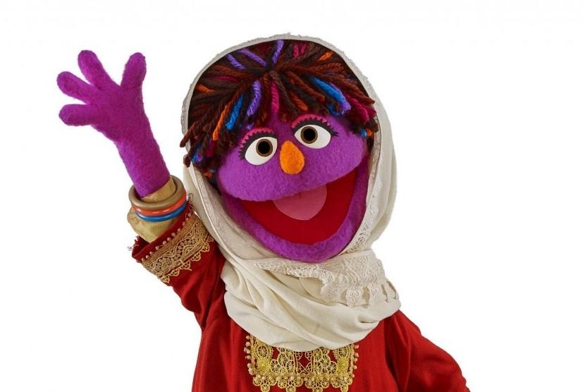 Sesame Street Perkenalkan Boneka Gadis Afghanistan Pertama