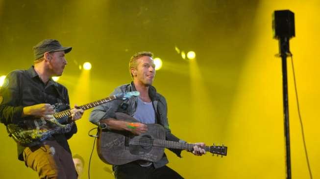 Coldplay dan Pangeran Harry Duet di Acara Amal