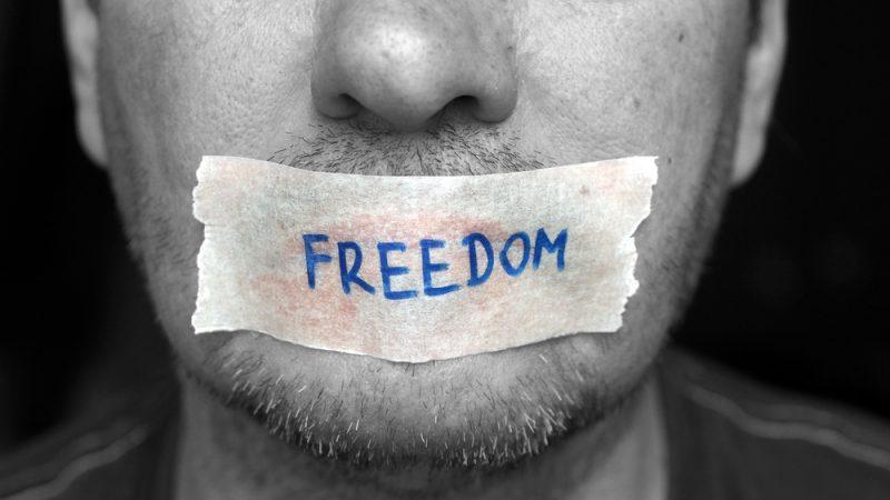 Status Facebook Wanita Ini Tetap Membuatnya Dipenjara